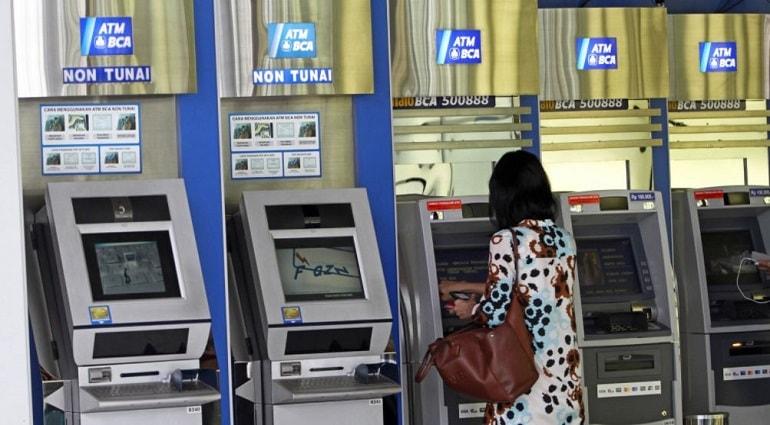 Kartu ATM BCA: Cara ganti PIN, cek saldo, dan registrasi e-banking
